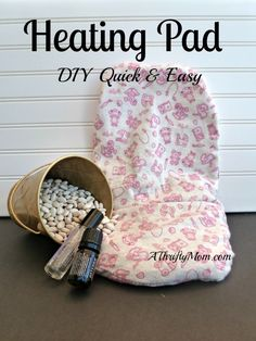 DIY Heating pad main   http://athriftymom.com/how-to-make-an-aromatherapy-heating-pad-diy-quick-and-easy/