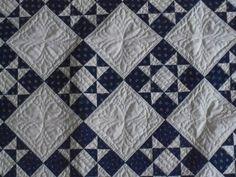 Batik quilt http://quiltingstories.blogspot.com/2015/11/chicago ... : navy blue and white quilt - Adamdwight.com