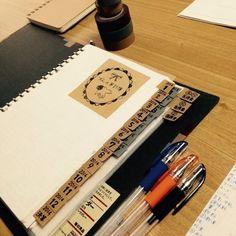 細かく分けられたページは、インデックスを付けてすぐ開けられるようにしてあります。インデックスは【無印良品】のマスキングテープを使った手作り。可愛いイラストもあり、手作り感たっぷりの素敵な家計簿です☆ Diary Planner, My Mood, Diy And Crafts, Life Hacks, Household, Knowledge, Notebook, Notes, Organization