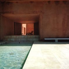 Located in Mallorca, Spain Neuendorf House by John Pawson + Claudio Silvestrin. This vacation house for a German art dealer is set in an almond grove on… Exterior Design, Interior And Exterior, John Pawson, Space Architecture, Minimalist Architecture, Patio Roof, Cool Pools, Pool Designs, Vintage Home Decor