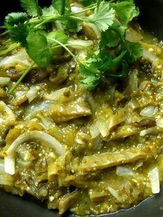 Los nopales son usados en una gran diversidad de platillos de la cocina mexicana, estos cuentan con propiedades que favorecen a la salud y actúan a controlar cierto tipo d enfermedades como la diabetes, la obesidad y la osteoporosis.A continuación te damos 3 recetas fáciles que puedes preparar con nopales y disfrutar de sus beneficios.Nopales con papas en salsa verdeIngredientes