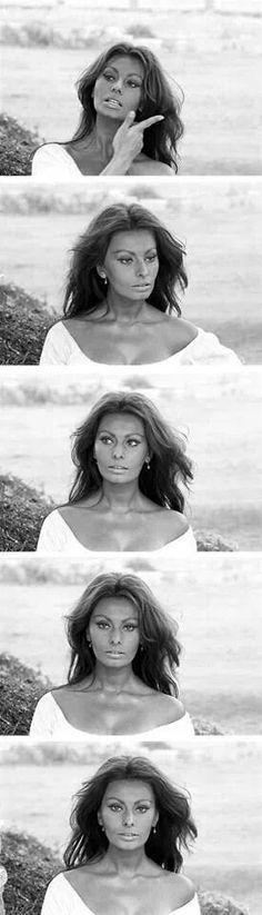 Sofia Loren, arguably the most beautiful women ever. Old Hollywood Glamour, Hollywood Stars, Classic Hollywood, Divas, Trash Film, Cinema Tv, Italian Beauty, Italian Women Style, Actrices Hollywood