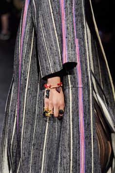 Christian Dior Spring 2021 Ready-to-Wear collection, runway looks, beauty, models, and reviews. Dior Fashion, Fashion 2020, Paris Fashion, Fashion Show, Christian Dior, Vogue Paris, Vogue Russia, Mannequins, Western Wear