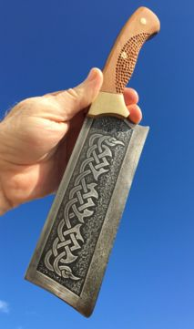 How to easily make a DIY Celtic Cleaver knife with etched spine. FREE step by st. Cleaver Knife, Trench Knife, Diy Knife, Knife Sharpening, Survival Knife, Survival Tools, High Carbon Steel, Custom Knives, Lame