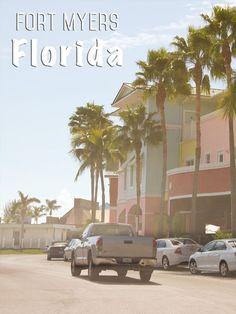 Auf unserer Florida Rundreise haben wir einen Abstecher im bunten Fort Myers gemacht. Fort Myers ist eine schnell wachsende Stadt mit auffallend großzügig angelegten Straßen, bunt restaurierten Häusern und wunderschönen Palmen, von denen es allein mehr als 70 verschiedene Arten allein in dieser Stadt gibt. Mehr dazu: http://mrsberry.de/florida-4-alligatoren-everglades/