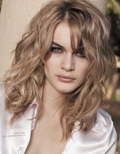 Curly Medium Hairstyles Shoulderlengthwavyhaircutforroundfacenaturalcurlymedium