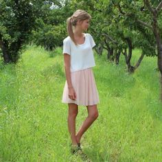Simple pink chiffon pleated skirt that you can make yourself.
