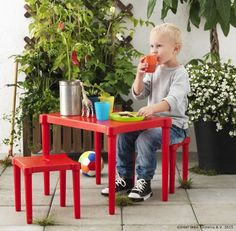 UTTER Children's table with 2 stools, indoor/outdoor red red - - - IKEA Ikea Kids, Ikea Children, Small Furniture, Outdoor Furniture Sets, Children Furniture, Ikea Shopping, Four Kids, Kid Table, Kids Church