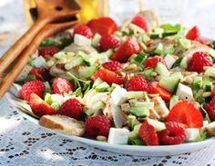 Salat med jordbær, bringebær og ruccula
