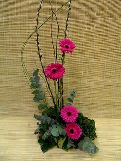 http://questcontentment.blogspot.com/2012/04/flower-arrangements-ikebana-tropical.html