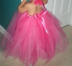 We love tutu dresses!!! :) A great tutorial to make them!!! :) :)