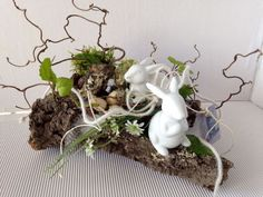Hottest Pic easter garden decoration Tips Who seem to claims it's important to head out overseas to help have fun with the the summer months? Tall Floral Arrangements, Easter Flower Arrangements, Deco Floral, Arte Floral, Easter Wreaths, Christmas Wreaths, Decoration Restaurant, Easter Garden, Easter Table Decorations
