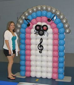 50's Party theme: baloon 'juke box' http://partypeoplecc.blogspot.com/2012/08/50s-themed-event.html