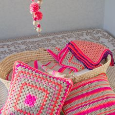 neon coral / pink granny square pillowcase door nomvolvankleur
