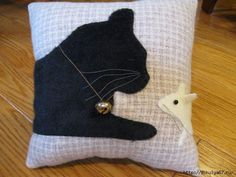 Whimsical and sweet pillow featuring a sleeping black kitty cat and a curious little white mouse peeking at him. This pair looks very realistic. get some yourself some pawtastic adorable cat apparel! Cat Applique, Applique Patterns, Quilt Patterns, Fabric Crafts, Sewing Crafts, Sewing Projects, Chat Kawaii, Cat Pillow, Cushion Pillow