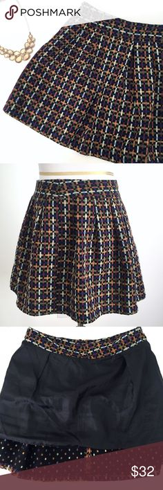 """A-line mini skirt - Size M A-line mini skirt - Size M  * In good condition. Had several snags throughout.  * Size M * Tag is missing. Composition is unavailable.   * Measurements: Length 15.5"""" 