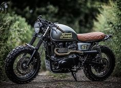 • Custom Triumph Bonneville T100  What do you think about this one, Gentlemen? By: @downandoutcaferacers ________________________________