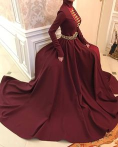 Uploaded by Aჳεթδαйðжαηка✓. Find images and videos about dress and woman on We Heart It - the app to get lost in what you love. Mode Outfits, Dress Outfits, Dress Up, Fashion Dresses, Elegant Dresses, Pretty Dresses, Evening Dresses, Prom Dresses, Fantasy Gowns