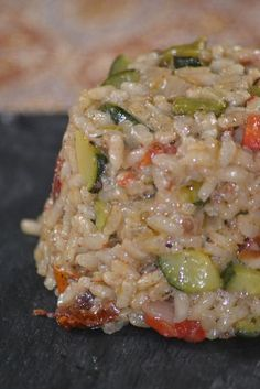 Risotto with zucchini, grilled peppers and sundried tomatoes - recette - Meat Recipes Cooking Chef, Healthy Cooking, Cooking Recipes, Cooking Fish, Cooking Salmon, Veggie Recipes, Vegetarian Recipes, Healthy Recipes, Tapas