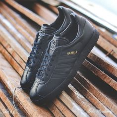 new style ed19b 74b0b adidas Originals Gazelle Leather Black