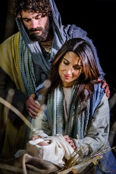 Beautiful photo of Mary, Joseph & baby Jesus for the real meaning of Christmas taken at the Live Nativity World Record for #ShareTheGift | Stunning photography by Scott Jarvie jarviedigital.com | more photos on https://www.facebook.com/media/set/?set=a.10154893723800191.1073741831.23524165190&type=3