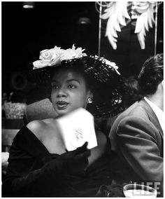 Una Lady italiana una-lady-italiana:      Hazel Scott(American jazz and classical pianist and singer)at Bop City during opening night,1949     Photo Martha Holmes