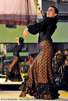 Carmen Meloni. Flamenco skirts are so beautiful, designed to flow and move exquisitely.