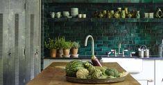 Koti Englannissa - A Home in England Tästä kodista löytyy mielenkiintoisia yksityiskohtia: keittiön kaunis vihreä seinäkaakeli, olohu...