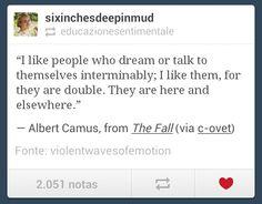Een quote van schrijver Albert Camus over mensen die tegen zichzelf praten. In 'De Val' spreekt het hoofdpersonage ook gedurende het hele verhaal tegen zichzelf.