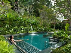 Trends at the World's Best New Spas Dream garden - little pool in lush tropical garden setting. In harmony with nature.Dream garden - little pool in lush tropical garden setting. In harmony with nature. Pool Spa, Spas, Veranda Design, Little Pool, Small Pool Design, Natural Swimming Pools, Natural Pools, Au Natural, Outdoor Spa