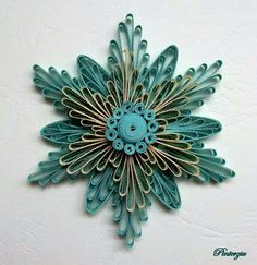Résultat d'images pour Fall Quilling Patterns Paper Ornaments Paper Quilling Tutorial, Paper Quilling Patterns, Origami And Quilling, Quilling Paper Craft, Toilet Paper Roll Art, Rolled Paper Art, Toilet Paper Roll Crafts, Quilling Christmas, Quilled Creations