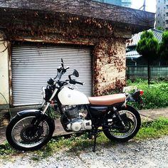 暑假照片:東京 Nishi Sugamo 文創空間一角  歡迎今天 13:00 - 19:00 來看看全新的 Motorcycle 系列。 也歡迎來看看一些特價展示品。  #motorcycle #suzuki #grasstracker #tokyo #Taipei #Taiwan #japan #travel #CHROME  #missionworkshop #bedouin #messenger #backpack #madeinusa #台灣 #台北 #美國 #日本 #旅行 #摩托車 #單車 #背包 #郵差包 #相機包 #防水