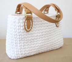 Crochet handbag pattern. Super cute and pretty easy. Made in the round using t-shirt yarn. Click to view