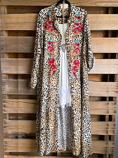 Pretty Outfits, Stylish Outfits, Cute Outfits, Leopard Outfits, Leopard Clothes, Plus Size Boutique, Fall Outfits For Work, Clothing Size Chart, Types Of Sleeves