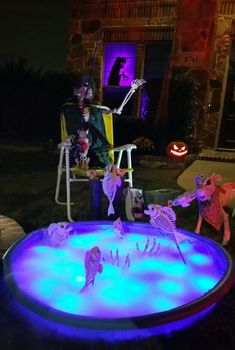 Awesome diy crazy bones skeletons for halloween decoration 00018 Halloween Outside, Halloween Lawn, Halloween Camping, Outdoor Halloween, Halloween Projects, Holidays Halloween, Scary Halloween, Halloween 2020, Scary Scary
