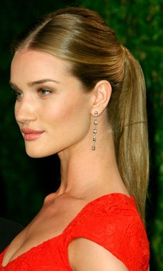 Rosie Huntington-Whiteley- Sleek Ponytail