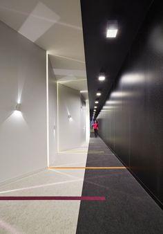 49 Beautiful Corridor Lighting Design For Perfect Hotel Corporate Office Design, Corporate Interiors, Office Interior Design, Office Interiors, Design Hotel, Lobby Design, Corridor Lighting, Interior Lighting, Lighting Design