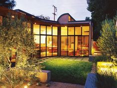 gardendesignmag: Design Tip: If you have a small garden, use lighting to unite the house and outd. Landscape Design, Garden Design, Indoor Outdoor Living, Sustainability, San Francisco, Home And Garden, Backyard, Mansions, House Styles