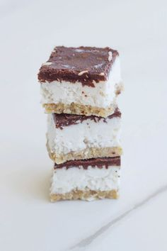 This raw bounty slice is super healthy and is gluten, dairy and refined sugar free. It is one seriously epic raw dessert and comes with a date free base. Almond Recipes, Raw Food Recipes, Sweet Recipes, Celery Recipes, Raw Dessert Recipes, Dinner Recipes, Lactose Free Recipes, Cheap Recipes, Sugar Free Recipes