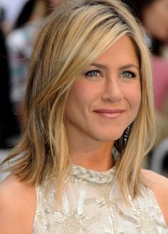 Comedy actress Jennifer Aniston looks gorgeous with her long, wispy bob. The subtle layers give her fine hair great volume and body, making her thin locks . Hair Styles 2014, Medium Hair Styles, Curly Hair Styles, Medium Length Hair Straight, Mid Length Hair, Collar Bone Hair, Wavy Hair, Blonde Hair, Thick Hair