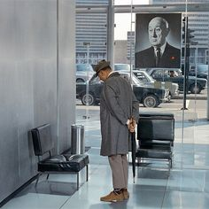 Playtime (Jacques Tati, 1967), a subtle, yet complex visual comedy supported by creative sound effects; dialogue is frequently reduced to the level of background noise. Structured into six sequences, its level of innovation is immense.