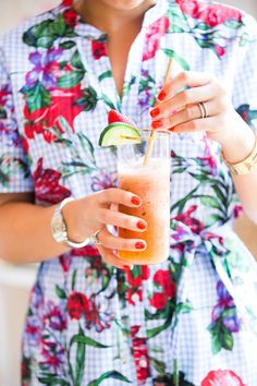 Our Recipe for a Relaxing Weekend at Home – Society Social Cocktail Recipes, Cocktails, Bar Cart Styling, Fresh Lime Juice, Non Alcoholic, Summertime, Make It Yourself, Easy, How To Make