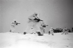 Sumbachine-gunners in camouflage cloaks rushing into attack. A battle for Staritsa. The Kalinin Front.1 February 1942