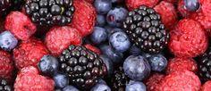 Fresas, arándanos, frambuesas, cerezas, ciruelas y moras… ¿Quieres conocer las propiedades de cada una de estas frutas silvestres? Te contamos por qué es tan importante incorporar los frutos rojos dentro de tu dieta.