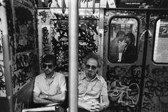 Martha Cooper foi uma fotógrafa que ficou conhecida por registrar a cena do graffiti nos anos 70 e 80. Metrô de NY.
