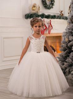 Référence B27  Jolie robe de cérémonie, pour beaucoup de beaux souvenirs.