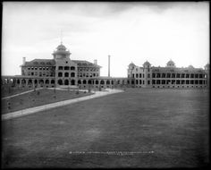 xterior view of main building and wing of the Agnes Memorial Sanatorium in Denver, Colorado (opened in 1904; closed in 1932); built by Lawrence Phipps in memory of his mother, Agnes McCall Phipps.