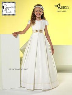 De Blanco vestidos de Comunión 2017 | COMUNIÓN TRENDY :: Mil ideas para organizar una Primera Comunión :: Vestidos de comunión, Recordatorios, Trajes de Comunión
