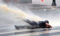 Kızılay'da polis müdahale etti http://www.cnnturk.com/2013/turkiye/06/16/kizilayda.polis.mudahalesi/711854.0/index.html