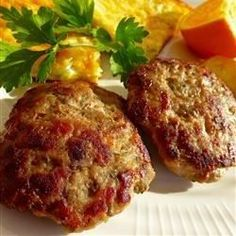 Turkey Breakfast Sausage Recipe - Turn plain ground turkey into flavorful sausage just by adding a bit of brown sugar, sage, thyme, marjoram, and red pepper flakes. Breakfast Sausage Seasoning, Homemade Breakfast Sausage, Breakfast Casserole Sausage, Breakfast Sausages, Recipe For Turkey Breakfast Sausage, Hamburger Seasoning, Seasoning Recipe, Chorizo, Best Breakfast